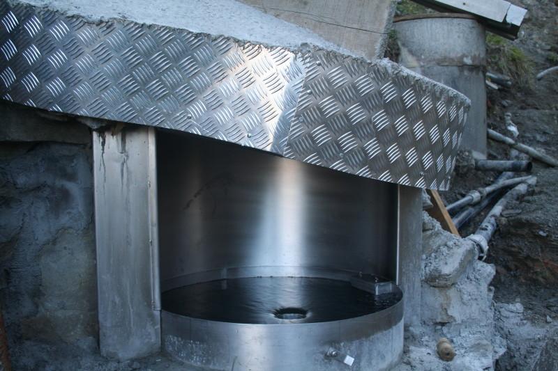 Chromstahlbecken - reiner Luxus im Riedgraben