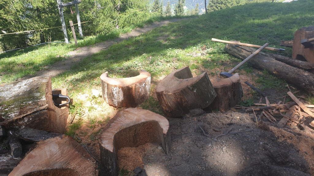 der alte Trog wird zu Brennholz